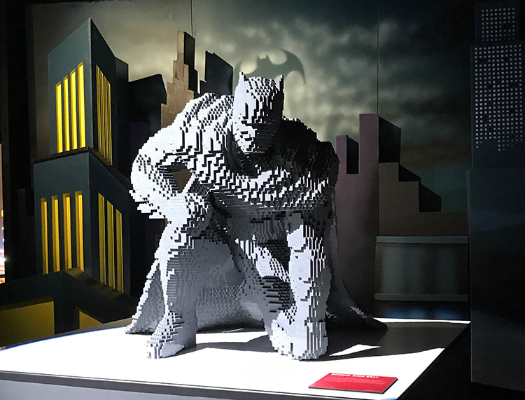 The Art Of The Brick: DC Super Heroes - Batman: Dark Grey